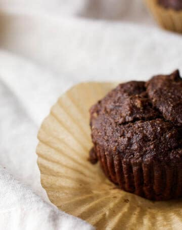 Chocolate Banana Bread Muffins with Chia Seeds - healthy, protein-packed, and gluten-free! | saltedplains.com