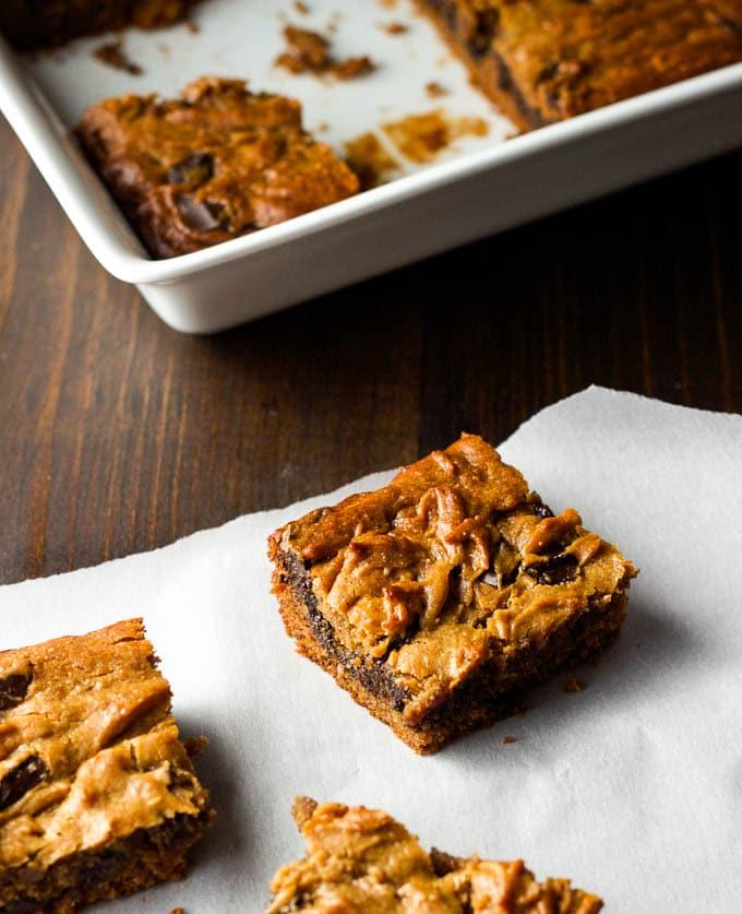 Peanut Butter Chocolate Chunk Bars - gluten-free + refined sugar-free. A one-bowl dessert!!