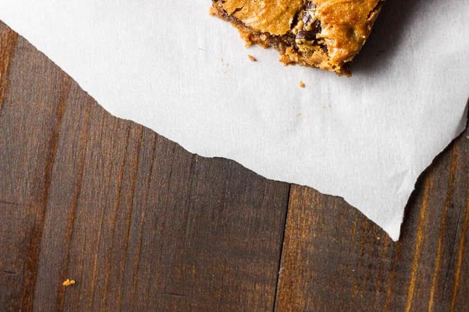 Peanut butter chocolate chunk bars - gluten-free + refined sugar free. A one-bowl dessert!