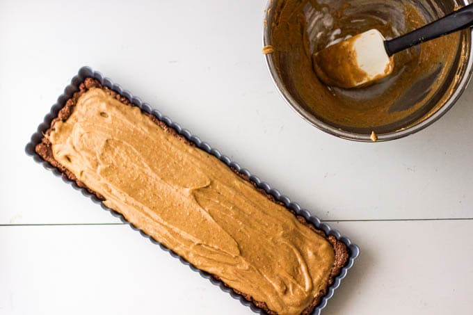 A deliciously simple tart! #glutenfree #vegan | saltedplains.com