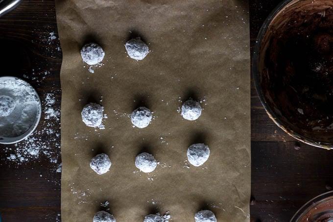 Chewy, dark chocolate crinkle cookies. Gluten-free! | saltedplains.com