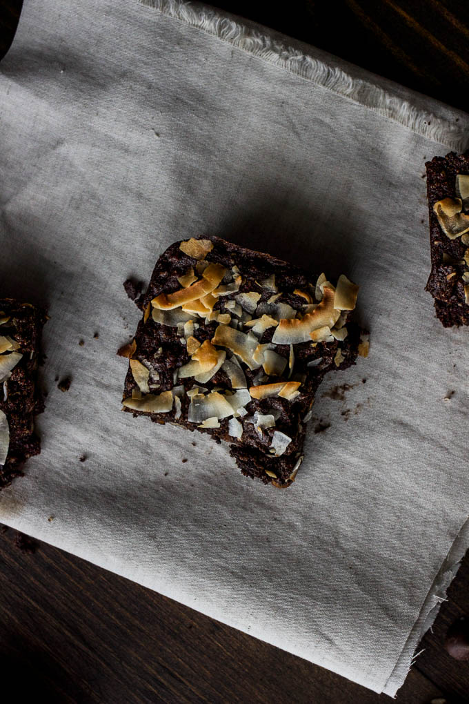 German Chocolate Cookie Bars #glutenfree #vegan #paleo | saltedplains.com