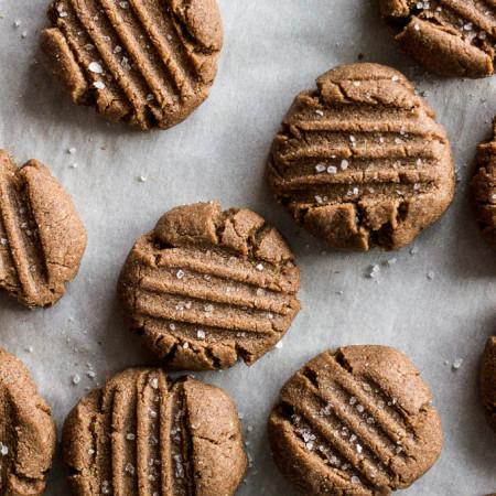 Teff Almond Butter Cookies #glutenfree #vegan | saltedplains.com