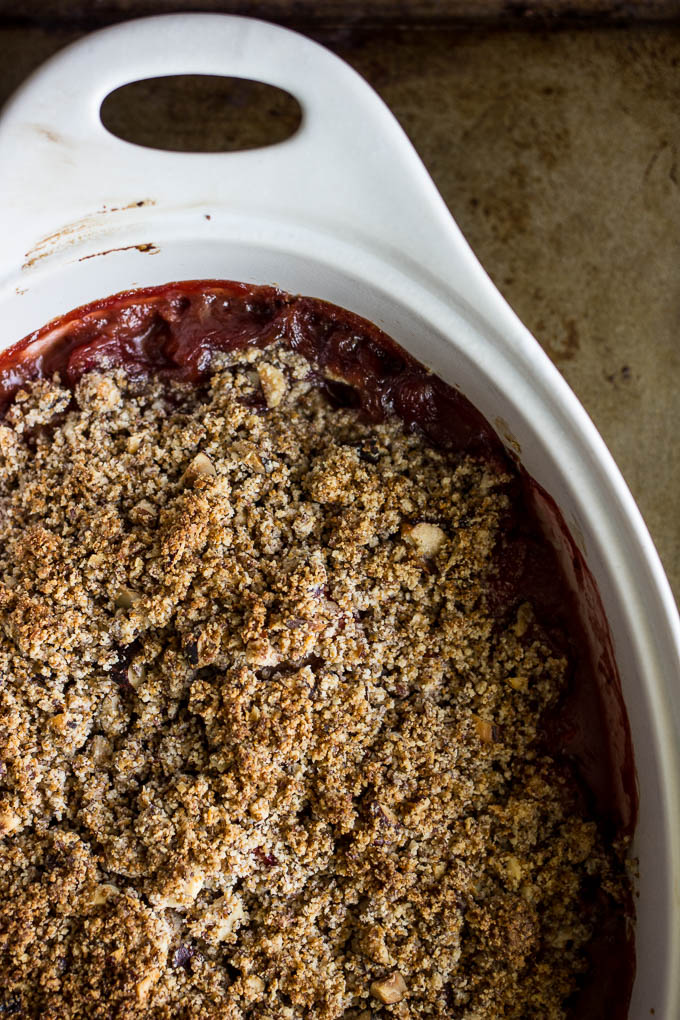 strawberry hazelnut crisp #glutenfree #vegan #paleo | saltedplains.com