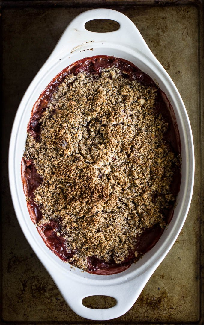 Strawberry Hazelnut Crisp #glutenfree #vegan | saltedplains.com