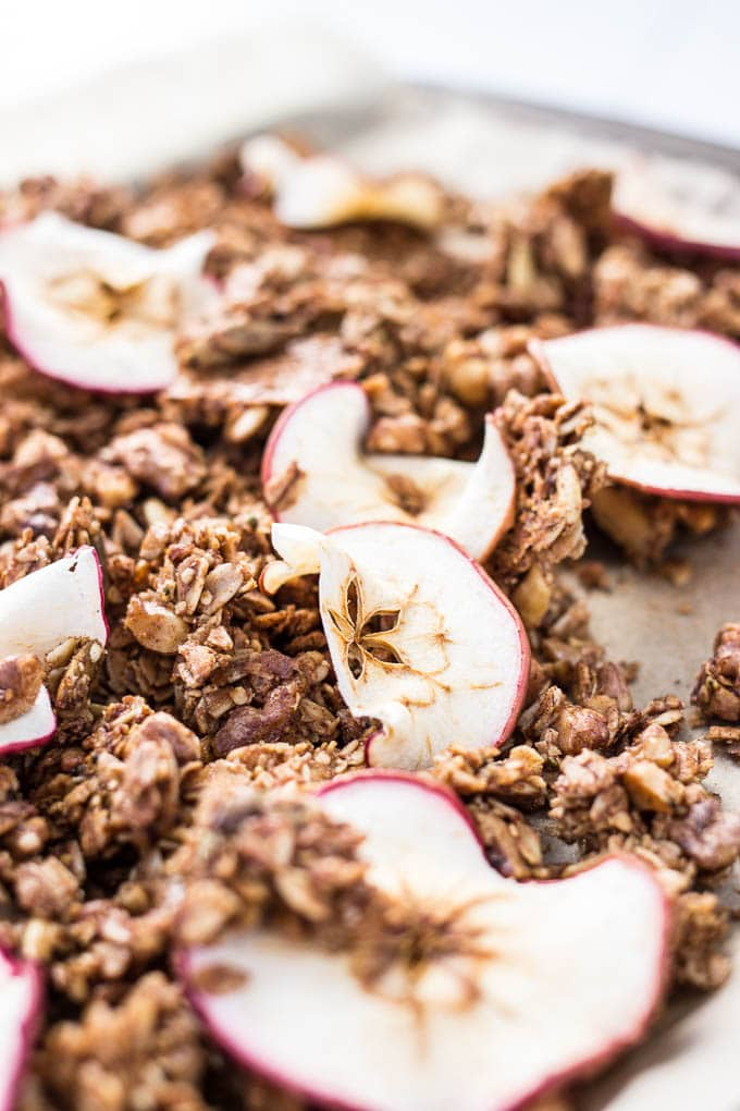 Cinnamon Apple Granola #glutenfree #vegan | saltedplains.com