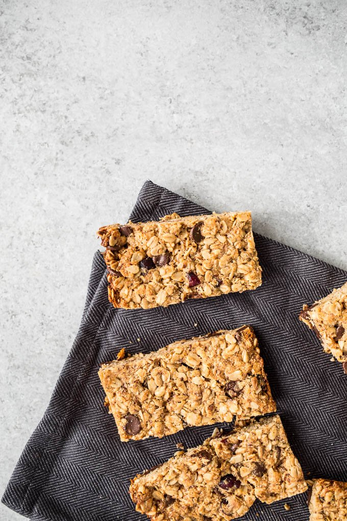 Healthy Chewy Granola Bars (gluten-free, dairy-free, refined sugar-free) | saltedplains.com