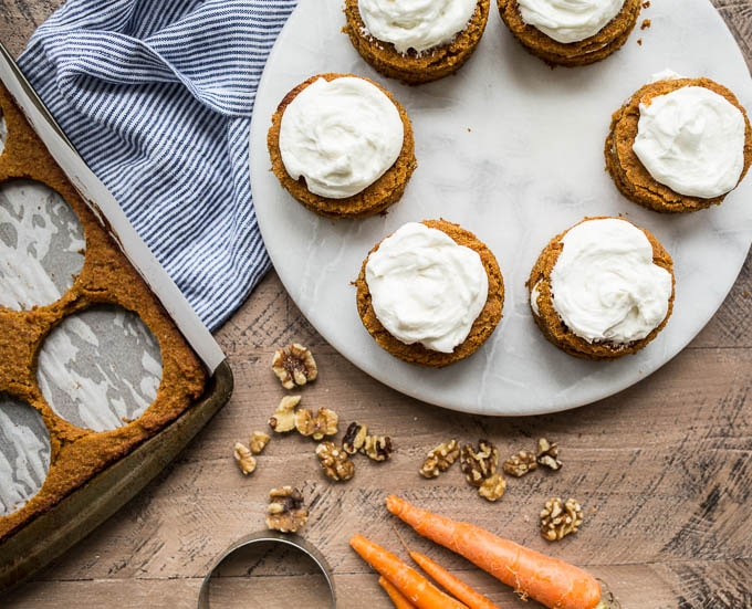 Mini Gluten-Free Carrot Cakes (dairy-free, refined sugar-free) | saltedplains.com