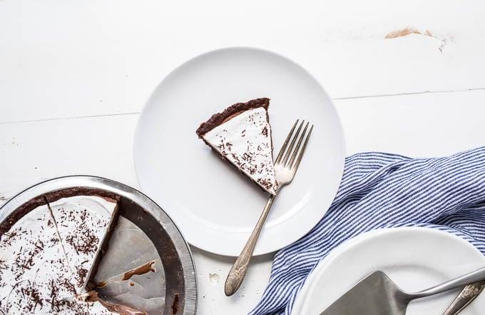 Chocolate Ice Cream Pie (Gluten-free, Vegan, Refined Sugar-free) | saltedplains.com