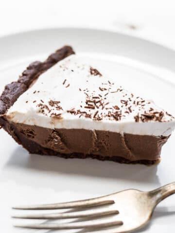 Chocolate Ice Cream Pie (Gluten-free, Vegan, Refined Sugar-free)   saltedplains.com