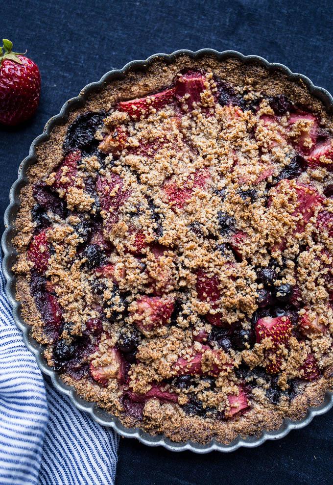 Mixed Berry Crumble Tart (gluten-free, vegan, refined sugar-free) | saltedplains.com
