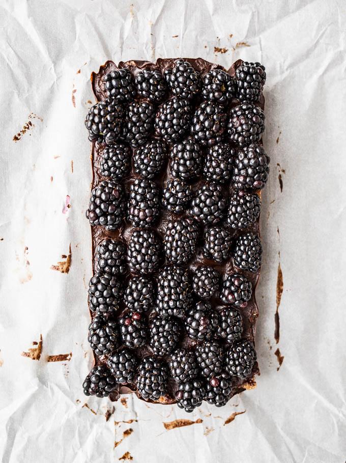 Blackberry Cashew Bars (gluten-free, vegan, refined sugar-free) | saltedplains.com