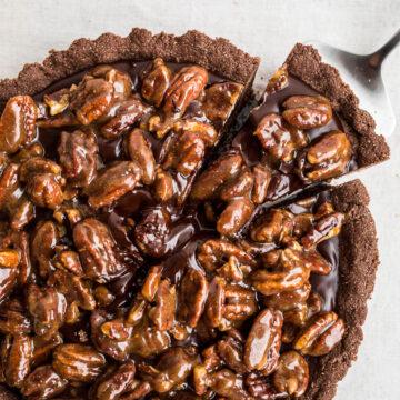 Gluten-Free Chocolate Pecan Tart | saltedplains.com