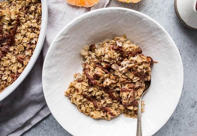 Cinnamon Roll Baked Oatmeal (gluten-free, vegan) | saltedplains.com