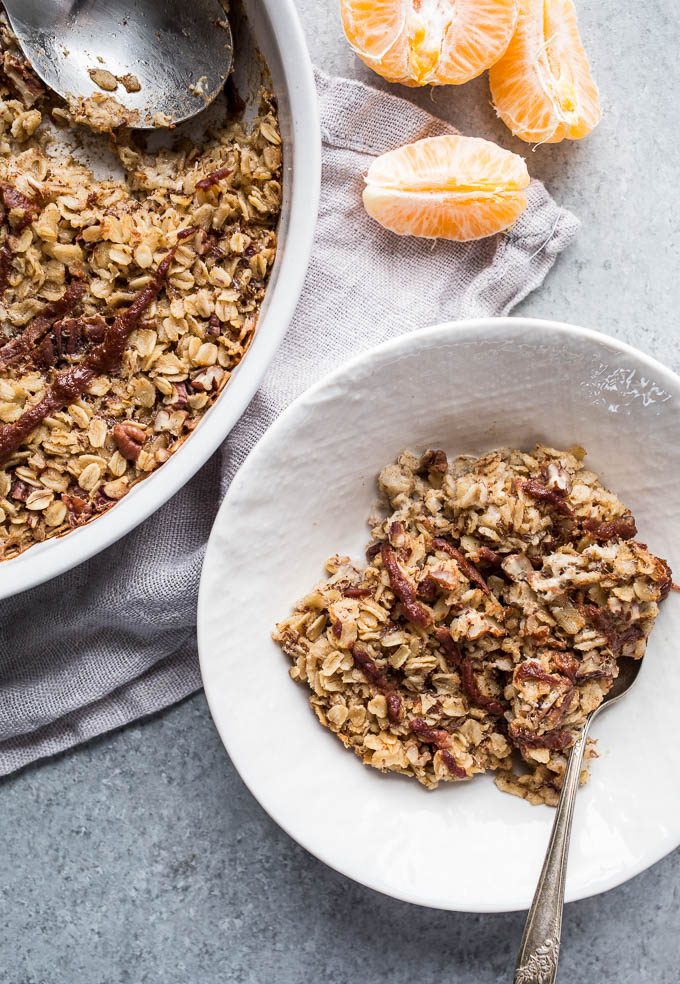 Cinnamon Roll Baked Oatmeal (gluten-free, vegan, refined sugar-free) | saltedplains.com
