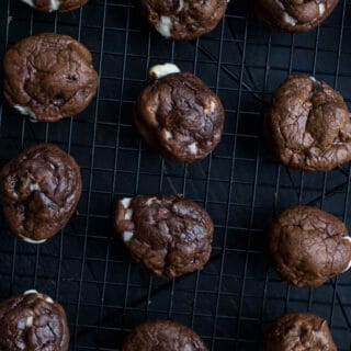 Gluten-Free Mexican Hot Chocolate Cookies made with whole grain oat flour. | saltedplains.com