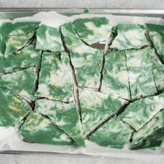 Vegan Mint Chocolate Bark (gluten-free, vegan)   saltedplains.com