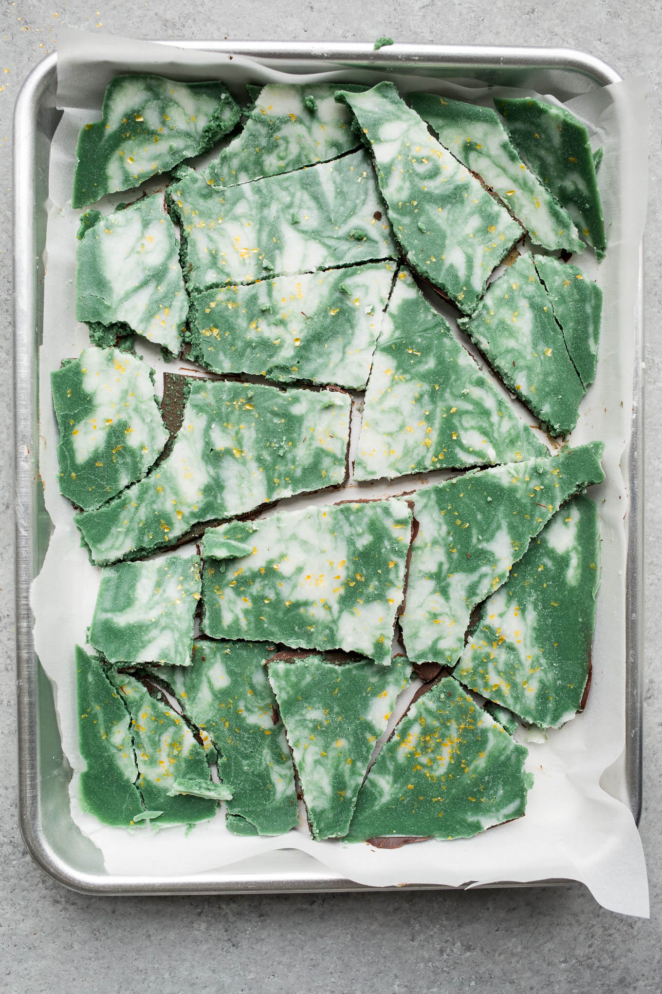 Vegan Mint Chocolate Bark (gluten-free, vegan) | saltedplains.com