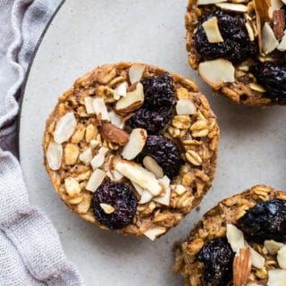 Healthy Baked Oatmeal Cups are an easy on-the-go breakfast loaded with fiber, protein, and whole grains. Use your favorite toppings for added crunch and flavors. Gluten-free, vegan, refined sugar-free.