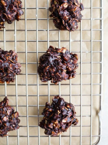 Chocolate Oatmeal No Bake Cookies are made with coconut, gluten-free oats, cocoa powder, walnuts, and sweetened with coconut sugar. A healthy no bake cookie recipe that is gluten-free and vegan. #glutenfree