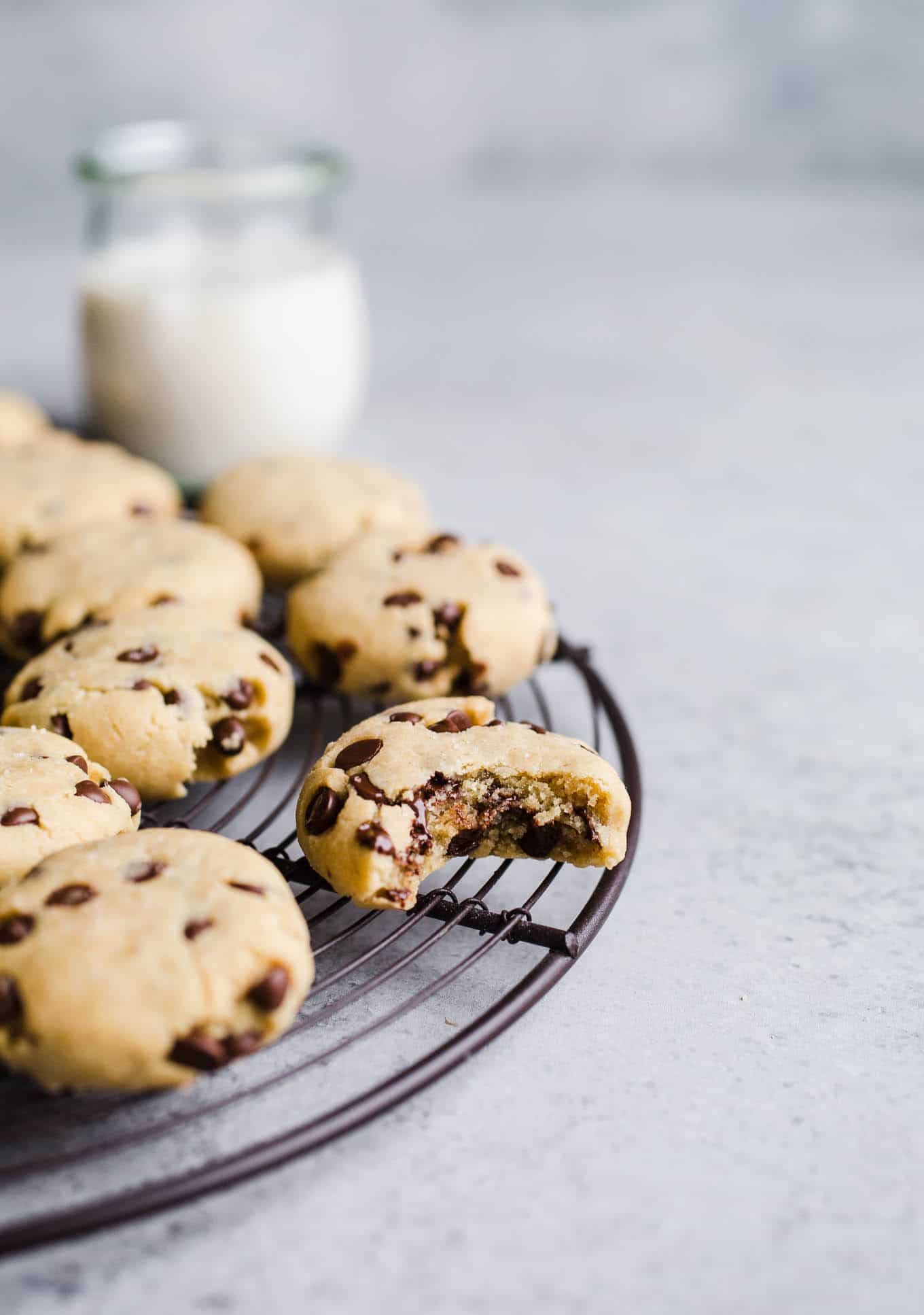 Gluten-Free Olive Oil Chocolate Chip Cookies made with almond flour, olive oil, maple syrup and chocolate chips. A healthy chocolate chip cookie recipe! Vegan.