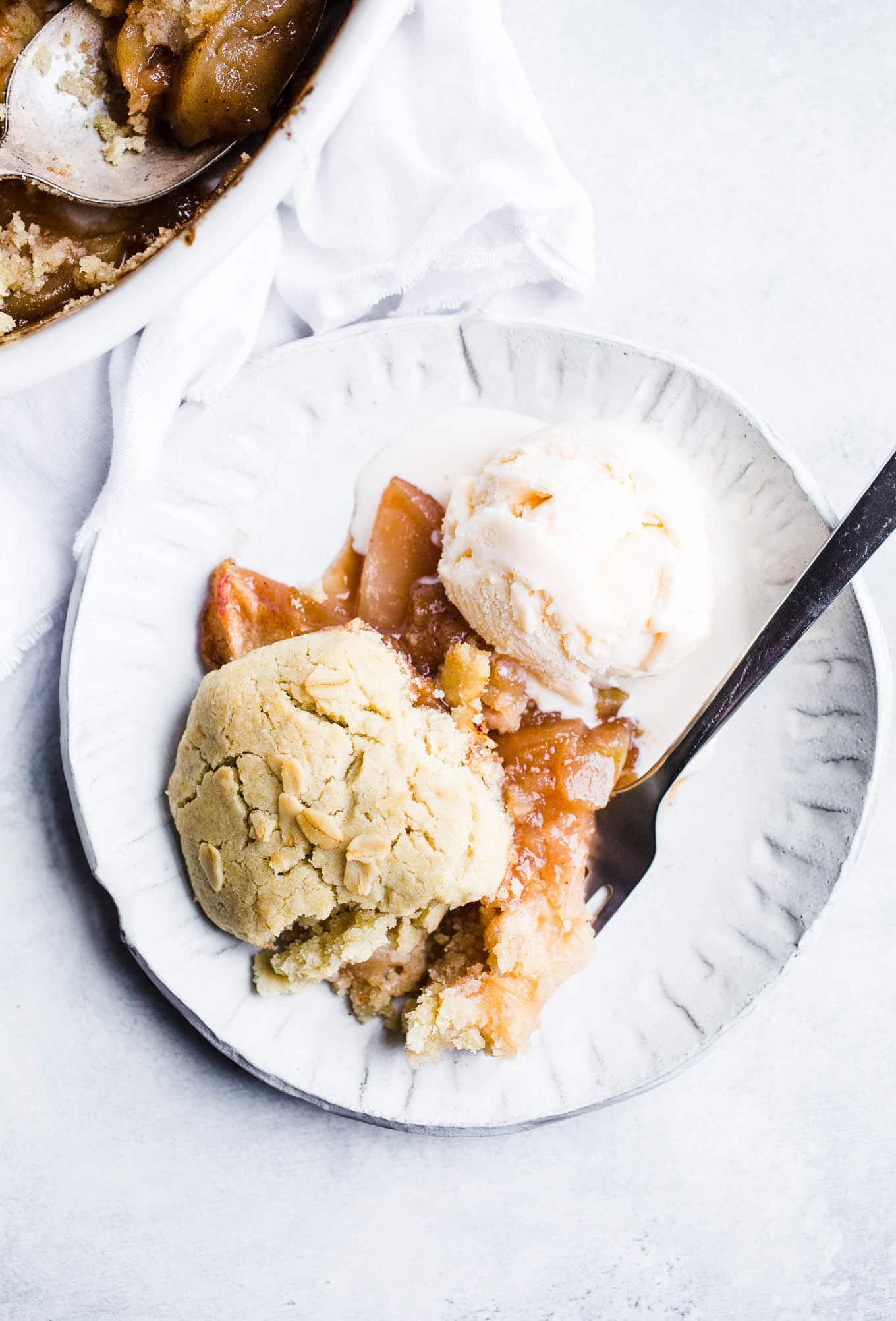Apple Cobbler with ice cream