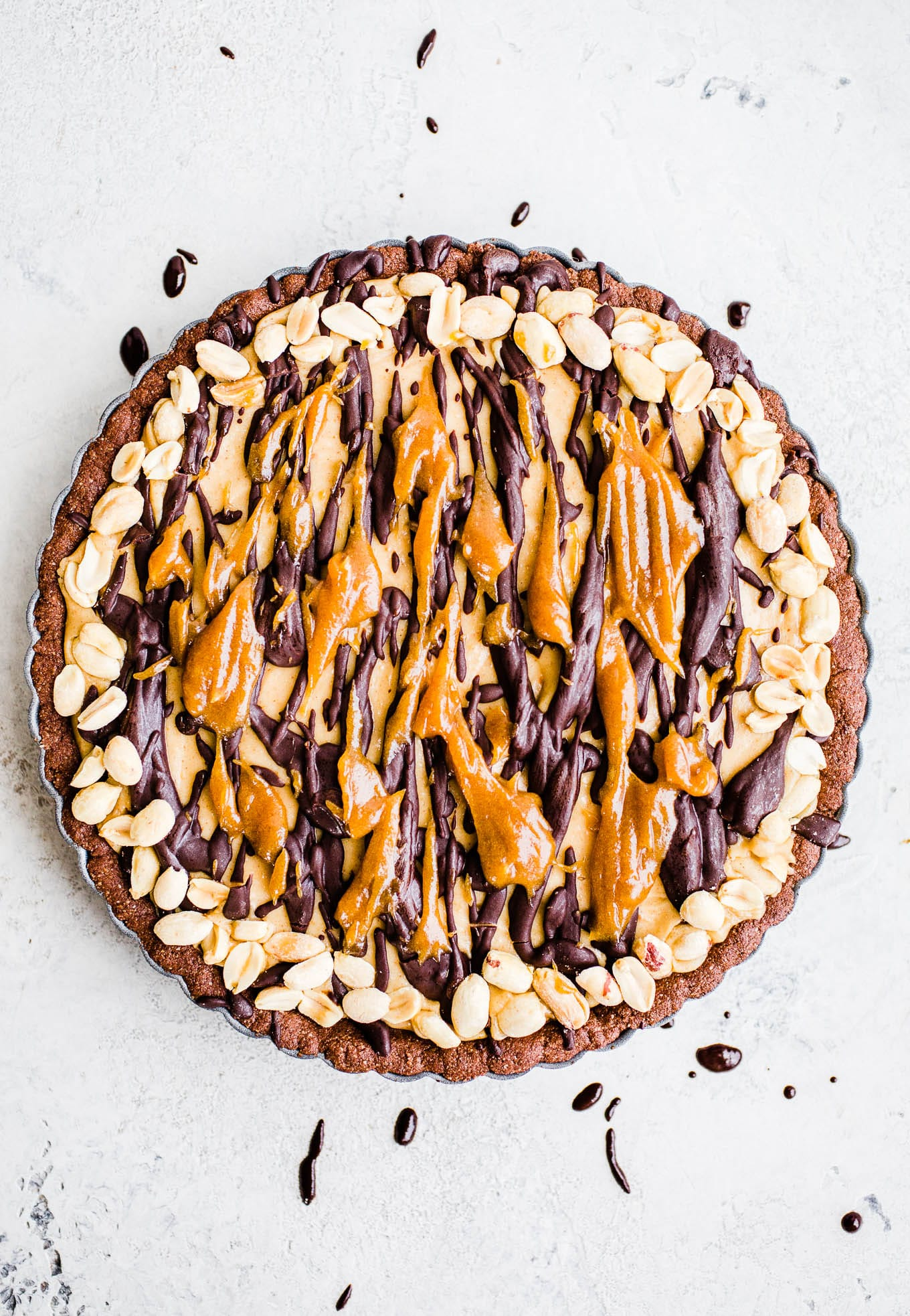 snickers pie with peanuts