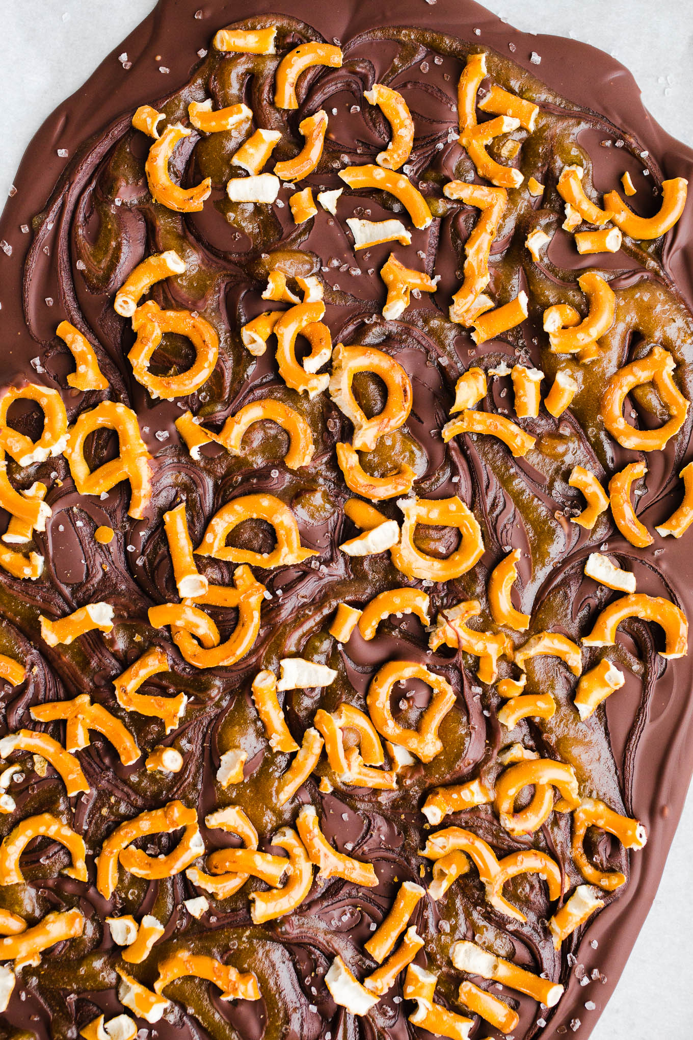 salted date caramel pretzel bark